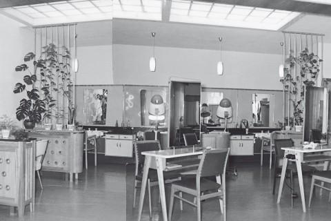 Die Einrichtung des Friseur-Salons in den 1960er Jahren nach der Übernahme durch Elfriede und Roland Ressel.